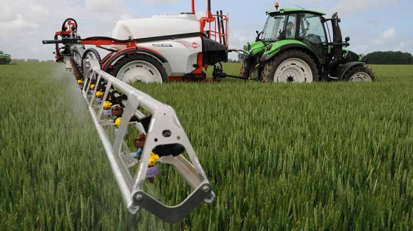 Lexis: Pulverizadores agrícolas arrastrados de KUHN