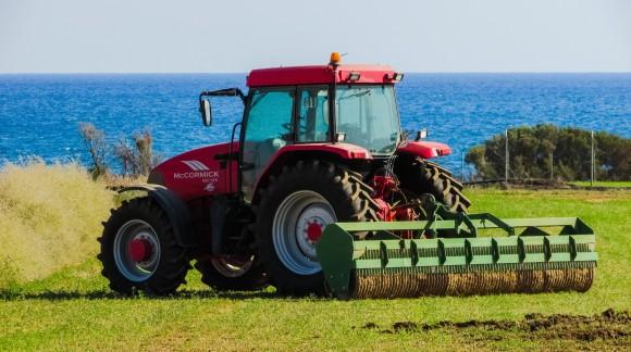 El precio del gasóleo agrícola ha subido 4 veces más que el petróleo en los últimos meses